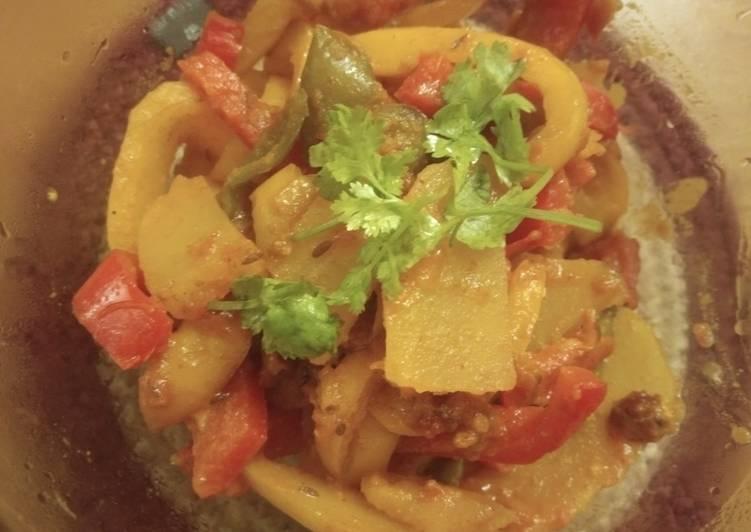 Recipe of Quick Potato and bell pepper curry recipe