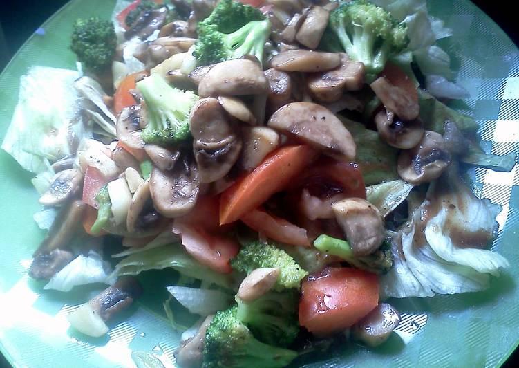 Recipe: Delicious broccoli & mushroom salad
