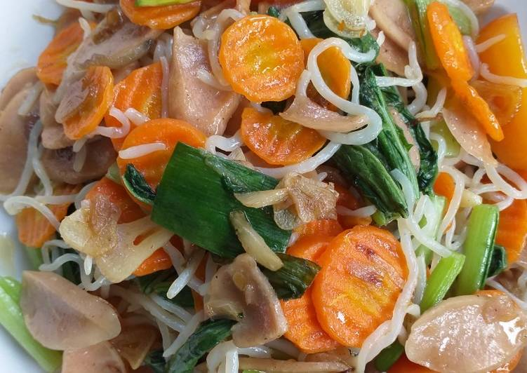 Mie Shirataki dengan Sayur dan Sosis