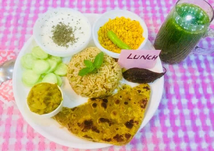 Veg Brown Rice,bottle gourd sabji,dry urad dal,mint Raita,multigrain dal parantha,green vegjuice