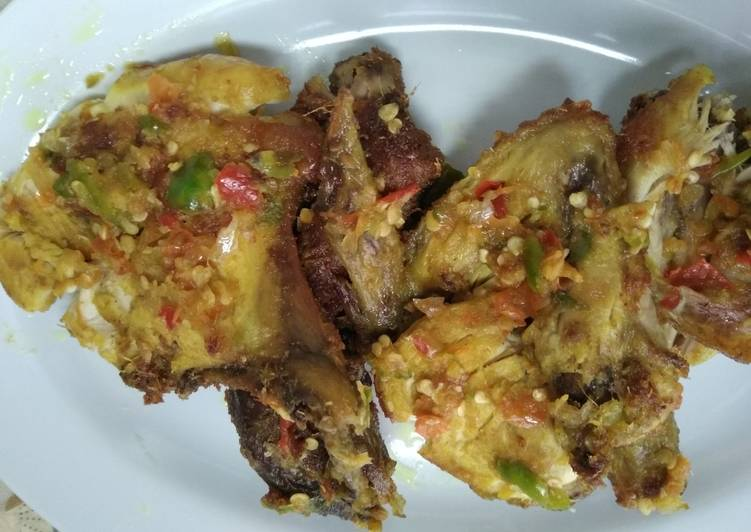 Ayam penyet cabe rawit