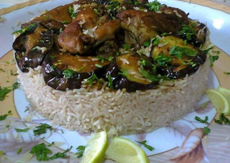 المقلوبة بالدجاج والباذنجان بالصور من kitchen&cook - كوكباد