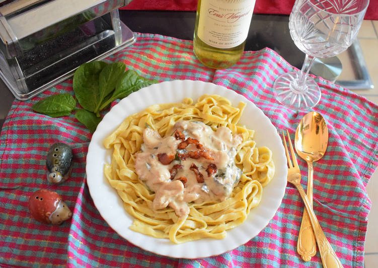 Easiest Way to Make Favorite Turkey strips with mushroom and spinach in creamy sauce on a bed of homemade Tagliatelle