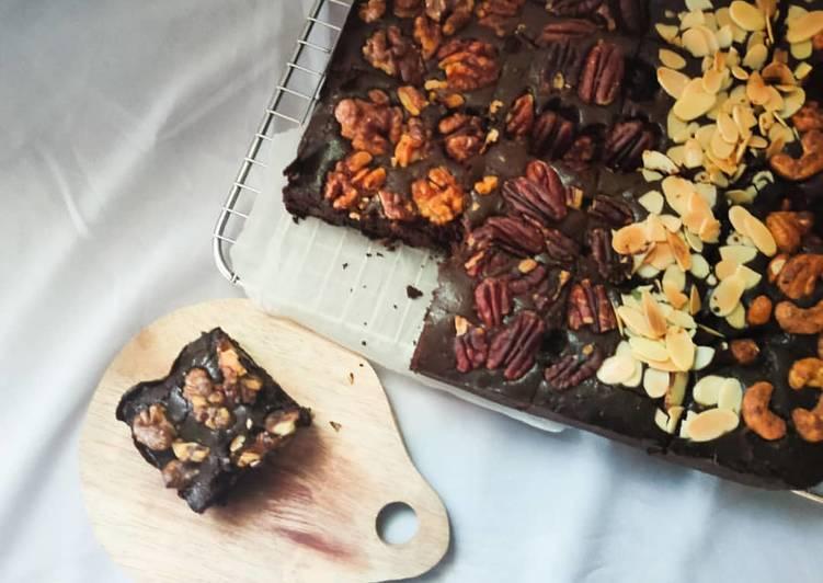 Langkah Mudah untuk Menyiapkan Fudgy Chocolate Brownies, Lezat