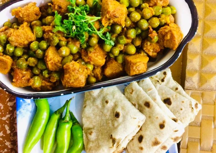 Recipe of Perfect Soya chunks & green peas masala curry (vegan soya chunks& mutter masala)