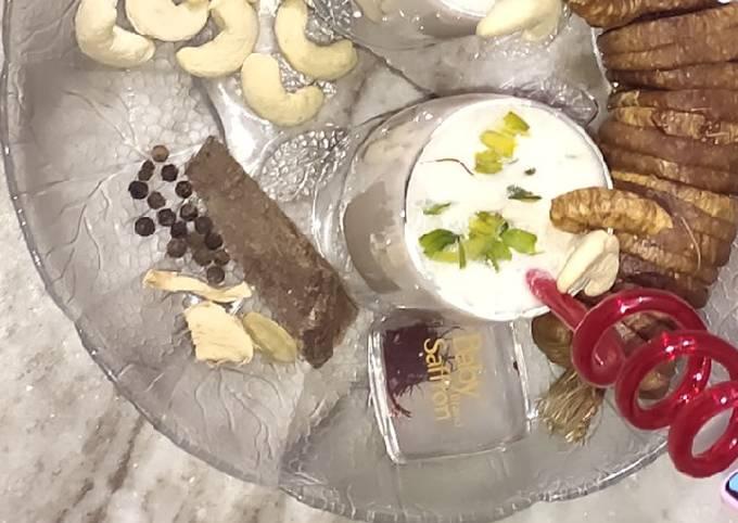 Recipe of Tasteful  Creamy Kaju Anjeer Shake