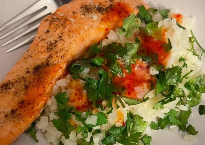 Salmon With Sweet Chilli Cauliflower Rice 🌶