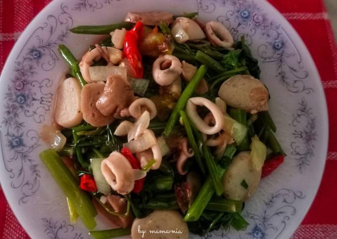 tumis kangkung cumi basah - resepenakbgt.com