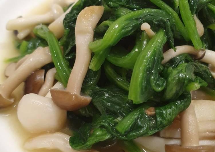 6. Tumis Bayam Jamur Vegetarian (Phuay Leng Shimeiji Mushroom)