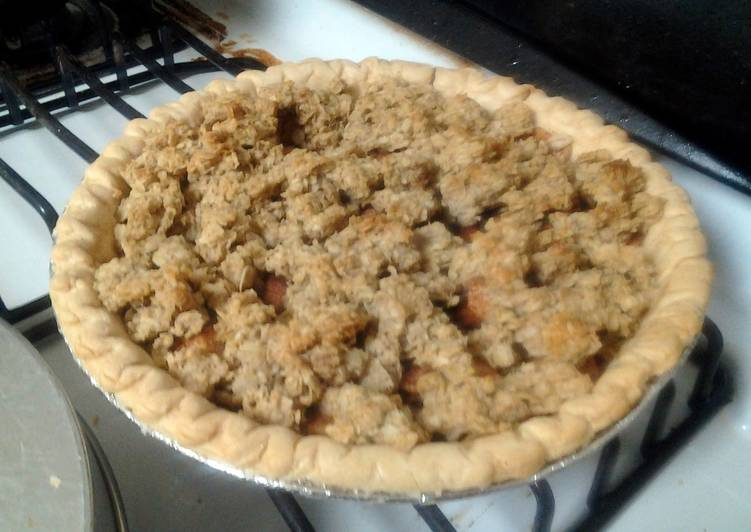 Dreka's  not so famous apple crisp pie