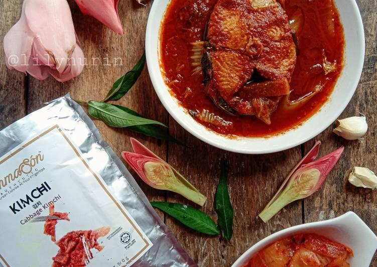 Asam pedas ikan tenggiri bersama kimchi