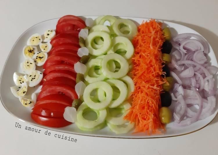 Salade de crudités aux oeufs de cailles