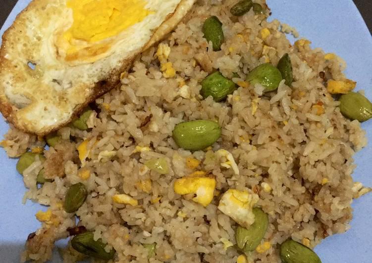 Langkah Mudah untuk Menyiapkan Nasi goreng terasi campur pete yang Menggugah Selera
