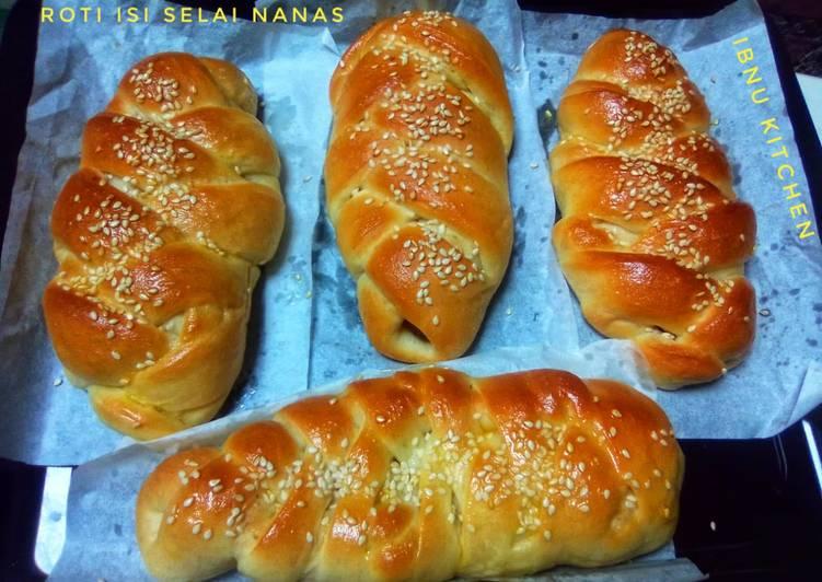 Roti Isi Selai Nanas