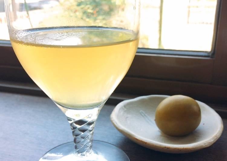 Plum liqueur and green tea cocktail