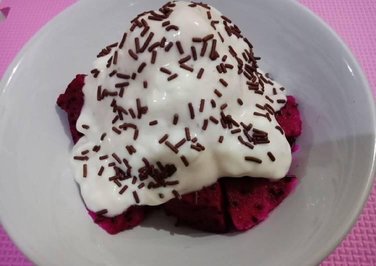 Buah Naga Mandi Ice Cream Pisang Yoghurt