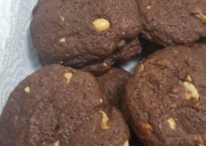 Reverse chocolate chip cookie