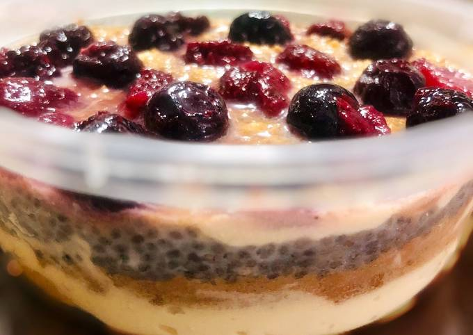Low Sugar Chia Berry Graham Float - a quick Trifle dessert