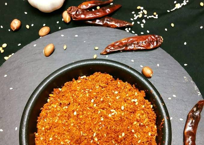 Step-by-Step Guide to Prepare Delicious Dry Chilli Garlic Sauce Vada Pav Chutney