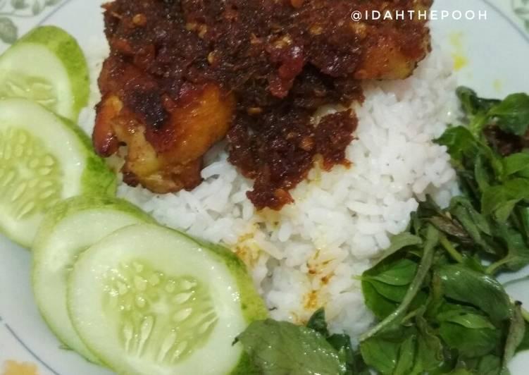 Resep Ayam bumbu hitam khas madura oleh Idah - Cookpad