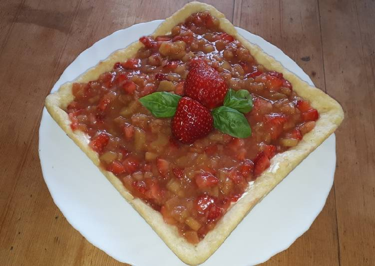 Erdbeer-Rhabarber-Tarte mit Frischkäse