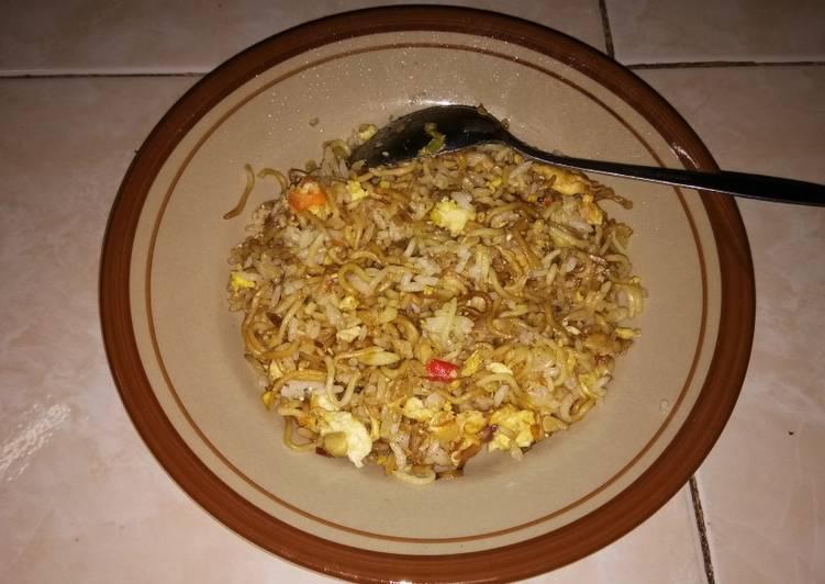 3. Mie Goreng Mawut (Mie + Nasi)