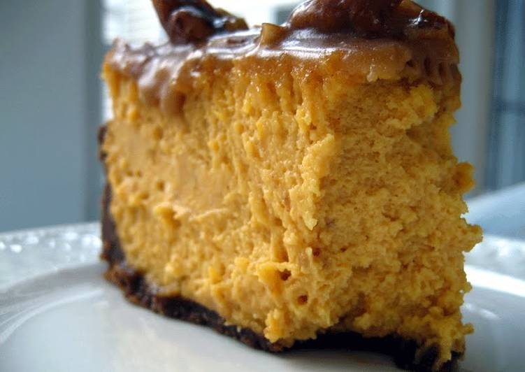 Steps to Prepare Speedy Pumpkin Cheesecake with Gingersnap crust & Praline Caramel topping
