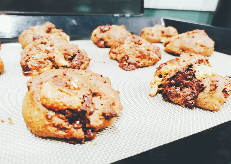 Cookies sans beurre banane / cacao aux éclats de noisettes cajou