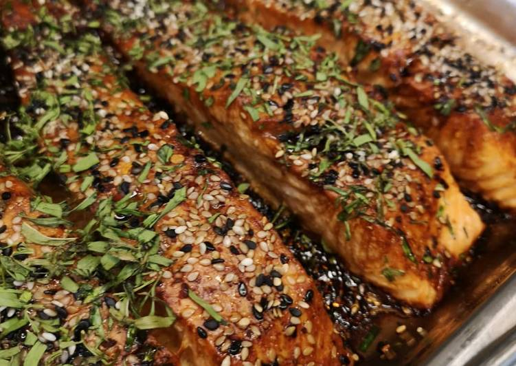 Grilled marinated salmon with Tarragon herb