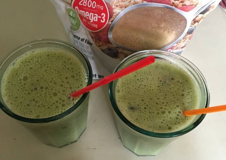 Kale-Papaya-Banana Smoothie