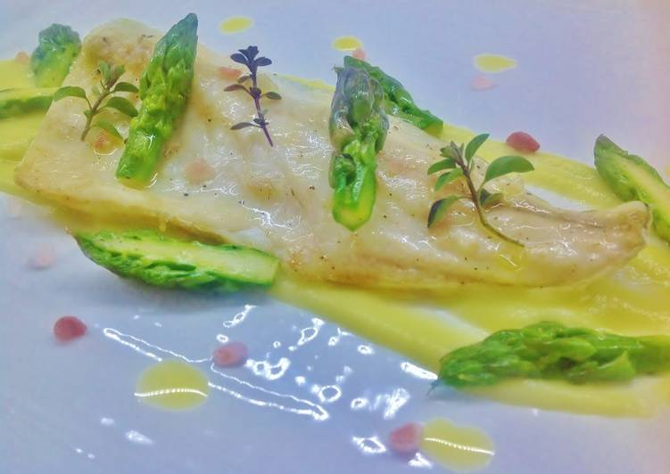 Ricetta Orata Asparagi.Ricetta Filetto Di Spigola Con Crema Di Asparagi Di Tony Mazzanobile Cookpad