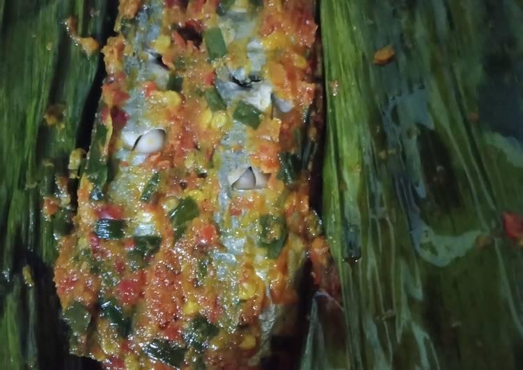 Pepes ikan pindang pedas manis