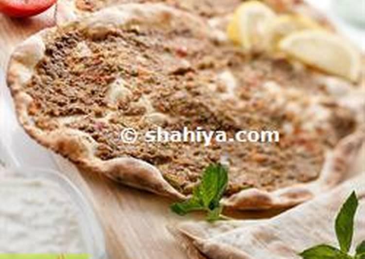 Lebanese Meat Pies: Lahm bi Aajin