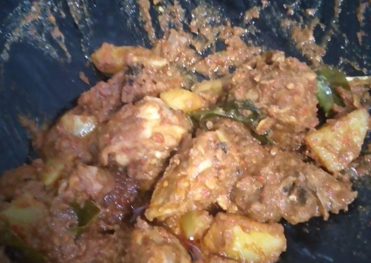 Rendang ayam dan kentang