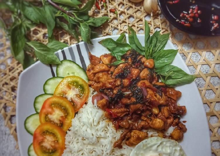 Thai Basil Chicken (Pad Kra Pao Gai)
