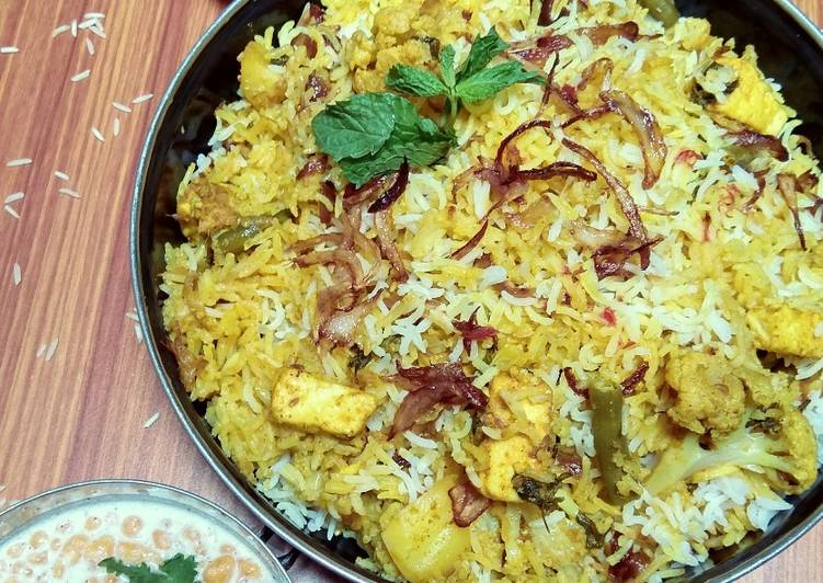 30 Minute Recipe of Super Quick Homemade Hadrabadi dum biryani (veg)
