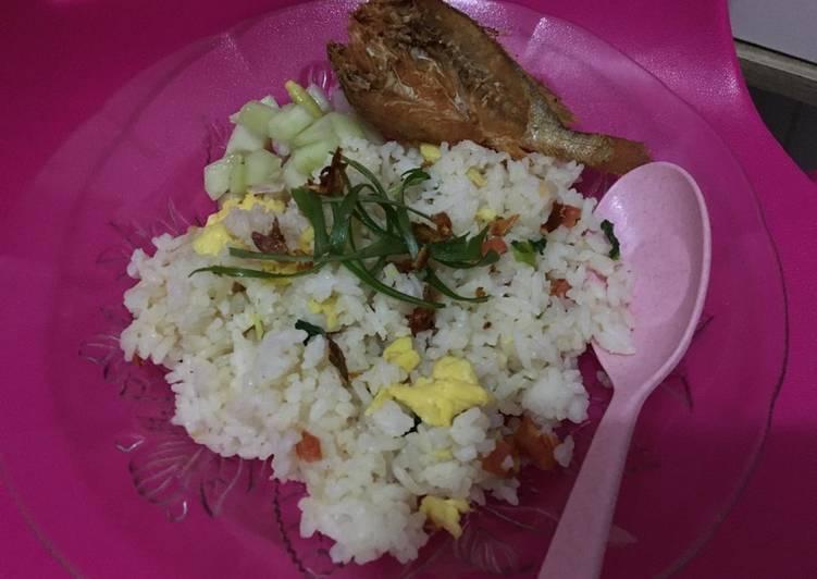 Resep NASI GORENG Simple, Lauk Ikan Asin Bikin Ngiler