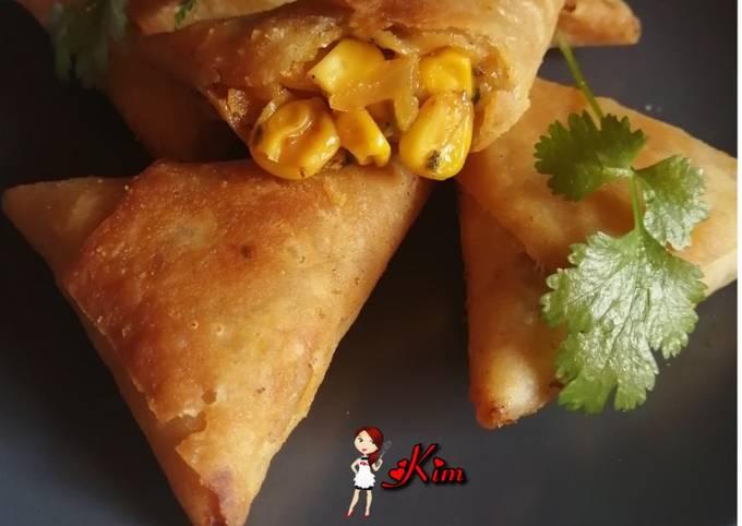 Cheese and corn samoosas
