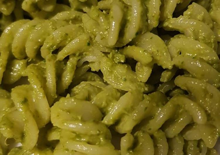 Recipe of Top-Rated Spinach, walnut and tomato pesto