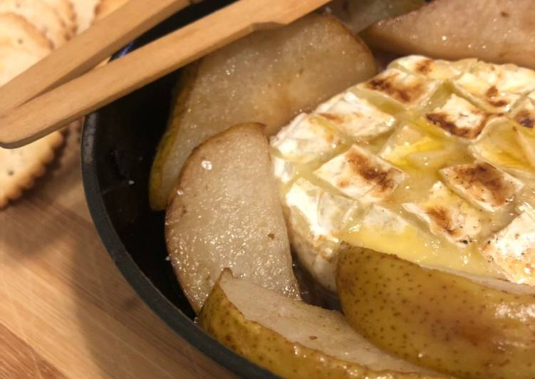 Steps to  Baked Camembert with Caramelised Onions, Bacon and Pears