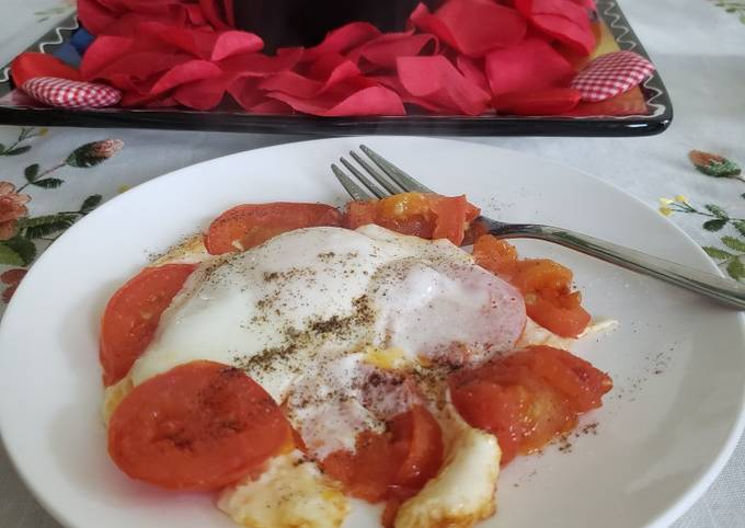 Egg 🥚 with tomato 🍅
