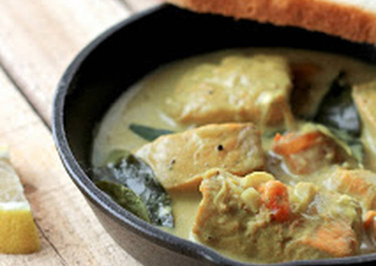 15 Minute Simple Way to Prepare Royal Meen Moilee/Molee - Kerala style fish stew with Salmon