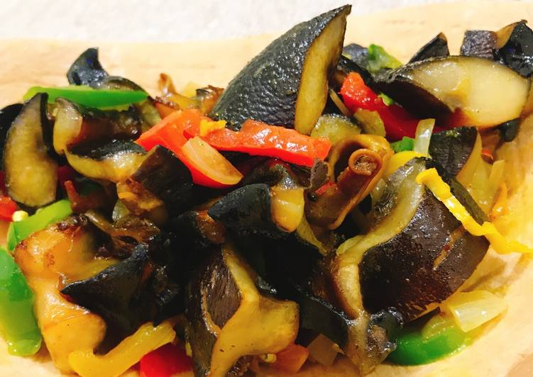 Fried snail with vegetables
