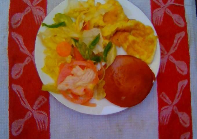 Green salad eggs chicken polone