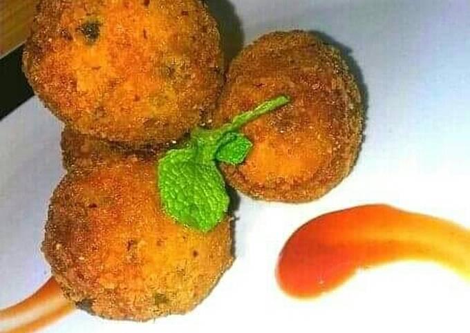 Crunchy Peanut-Plantain balls