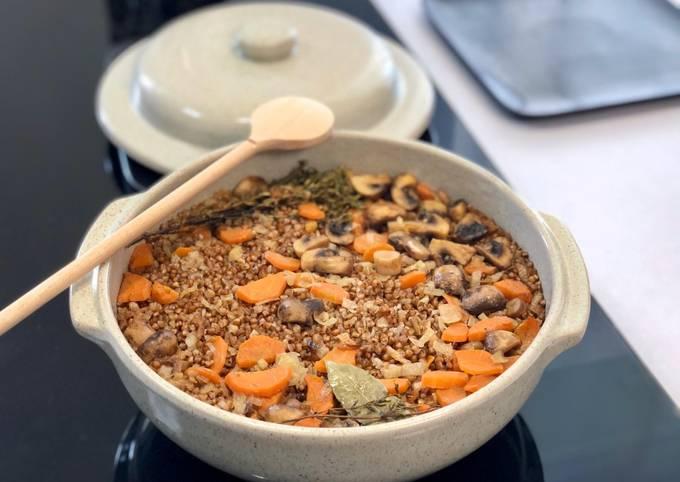 Sarrasin aux champignons dans la cocotte - un déjeuner copieux, savoureux et healthy