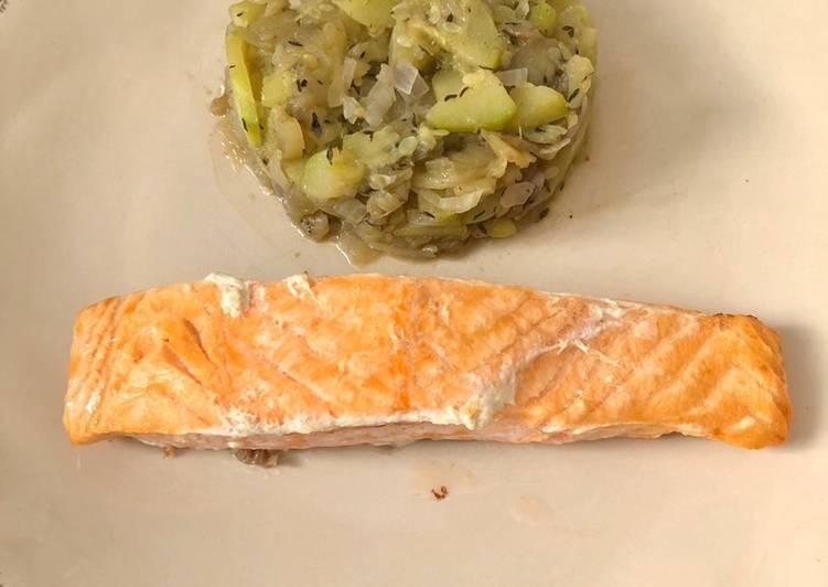 Pavé de saumon frais aux légumes : courgettes, aubergines et oignons