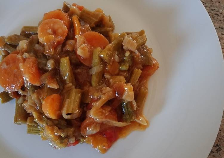 Asparagus with prawns and carrot