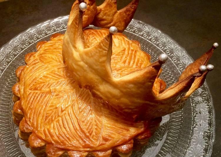 Recette Délicieuse Galette amandes, noisettes et chocolat... et sa couronne comestible !