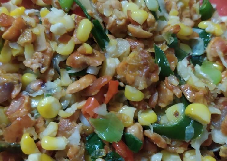Oseng-oseng tempe goreng dan jagung
